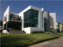 Bonita Casa En Las Cumbres Residencial
