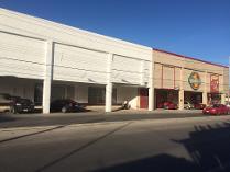 Edificiol Comercial Frente A Prolongación De Montejo