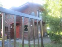 Cabaña-Refugio en arriendo en Pasaje Obreque Casa 16, Pucón, Pucón