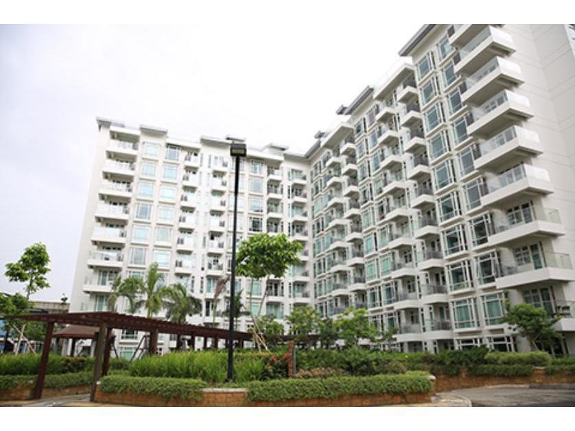 Condominium For Sale in Sales St. Parkside Villas Newport City, Villamor (newport City), Metro Manila