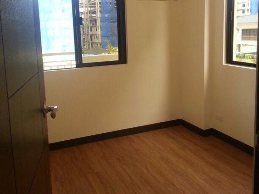 Condominium For Sale in Jp Rizal St, Sto. Nino, Sucat, Sto. Nino, Metro Manila