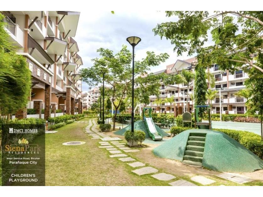 Condominium For Rent in West Service Road, Sun Valley, Metro Manila