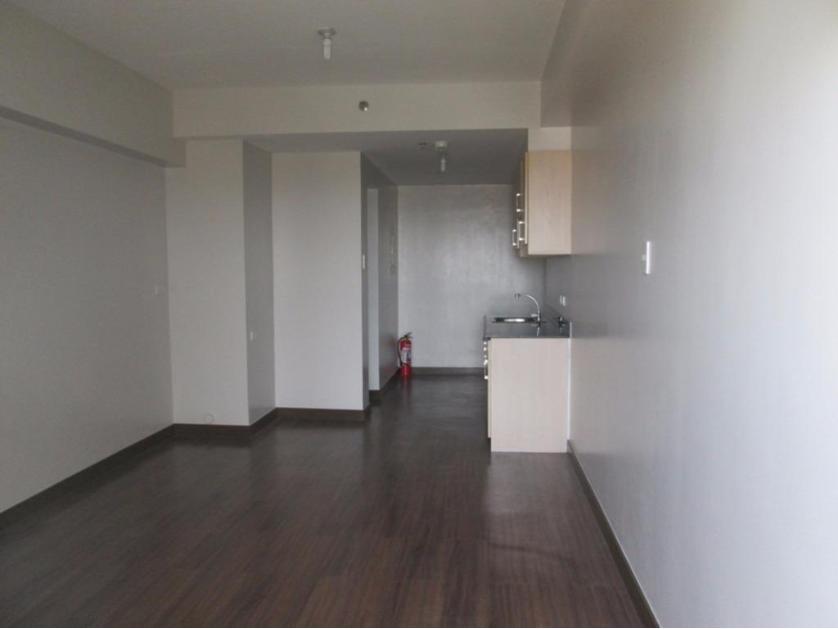 Condominium For Sale in Raya Garden Condominium, Merville, Metro Manila
