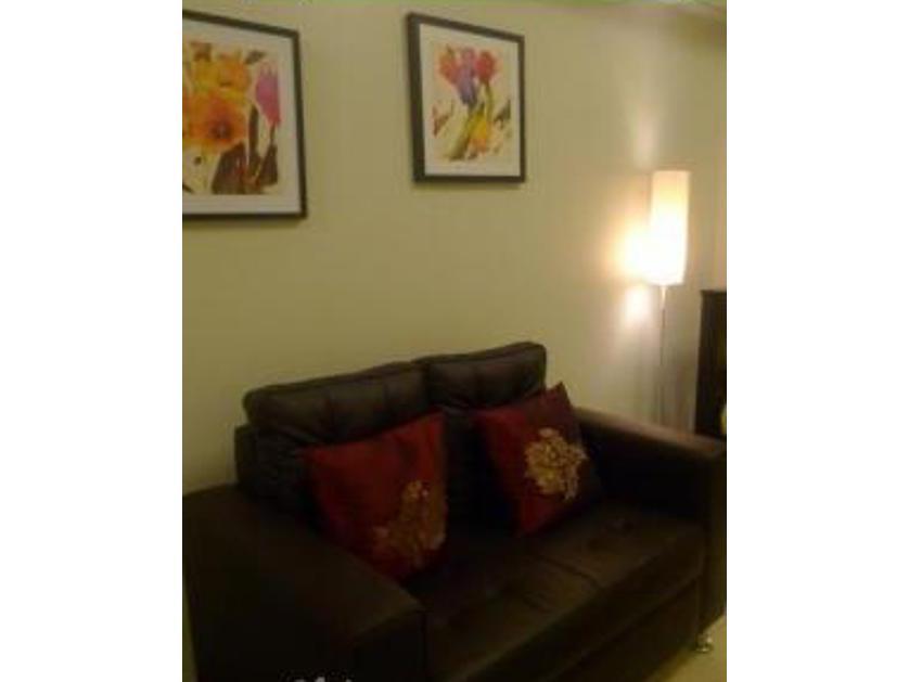 Condominium For Rent in Arnaiz Avenue, San Lorenzo, Metro Manila