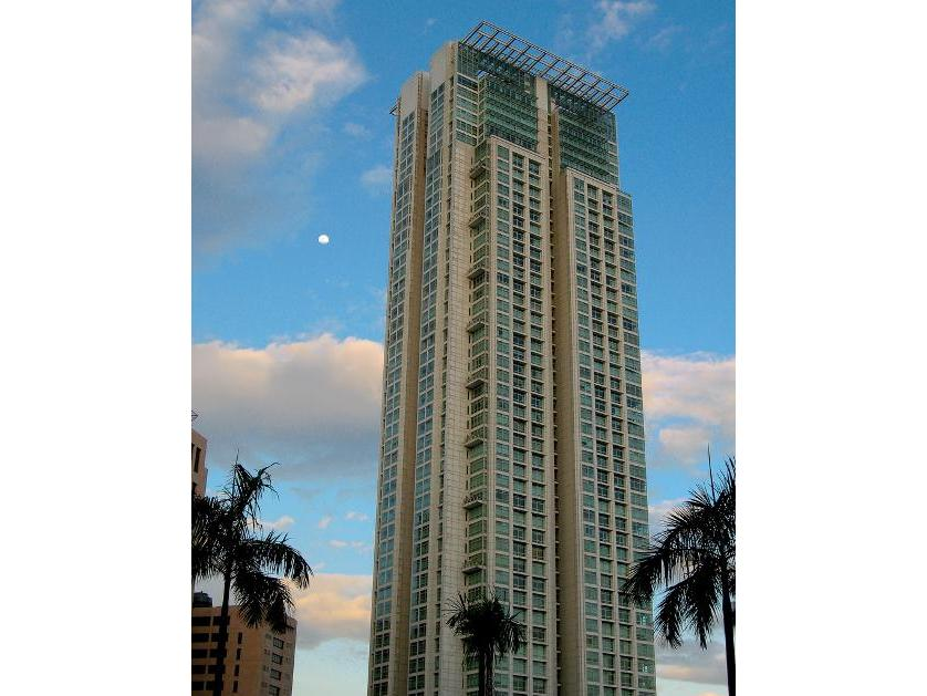 Condominium For Sale in One Roxas Triangle, Makati, Ncr
