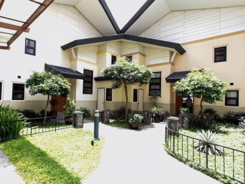 Townhouse   for rent in Esperanza Street, Makati