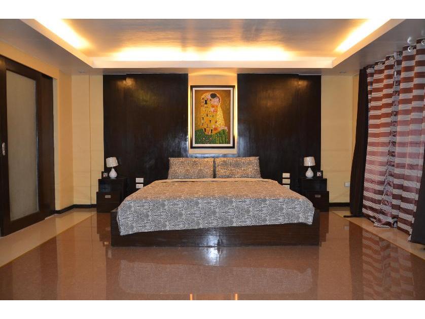 Condominium For Rent in Peach Building, Parañaque, Ncr