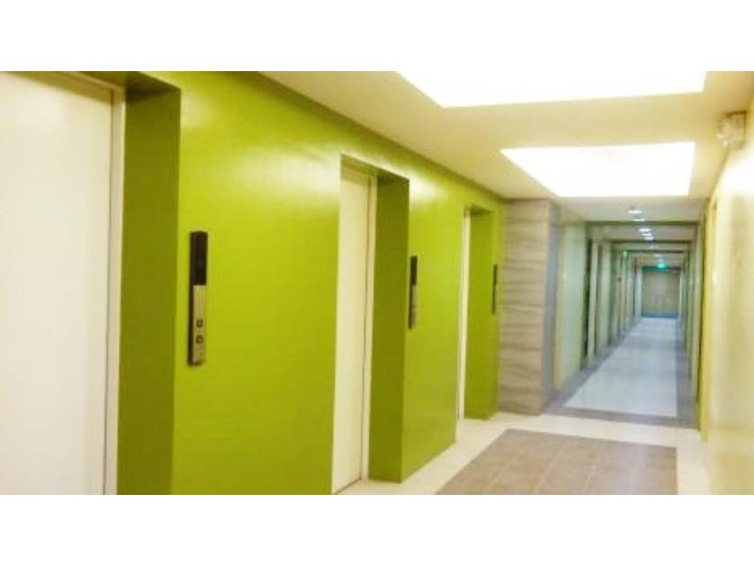 Condominium For Sale in Edsa Corner Along Boni Station, Mandaluyong, Ncr
