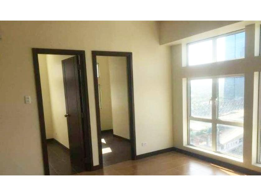 Condominium For Sale in Edsa Corner Along Boni Station, Mandaluyong, Ncr