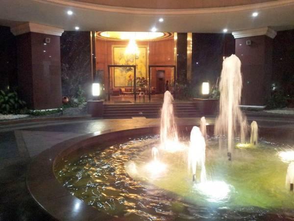 Condominium For Sale in 121 H.v Dela Costa Street, Bel-air, Metro Manila
